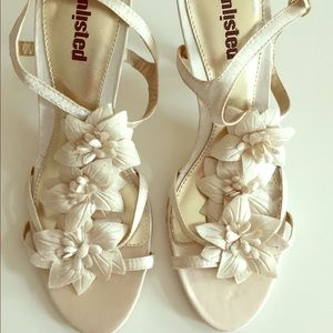 Unlisted cream floral heels